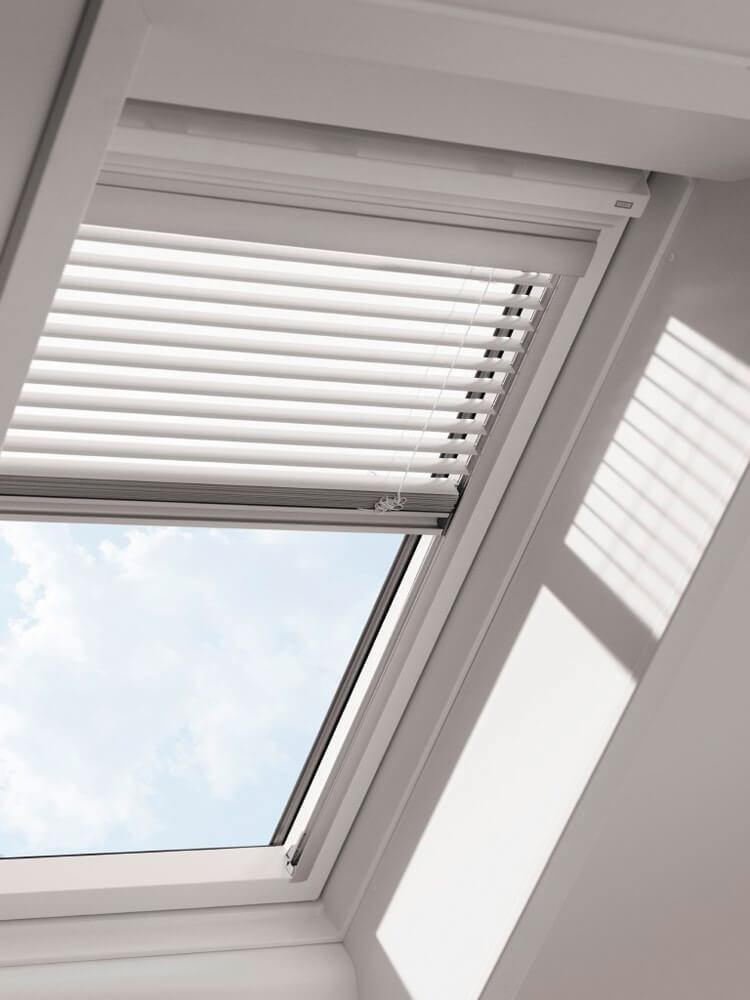 Dachflaechenfenster_Sonnenschutz_velux_501551-01-CMP-XXL-ohne_Hand